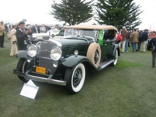 1932 Cadillac 452 V-16 Fleetwood Sport Phaeton